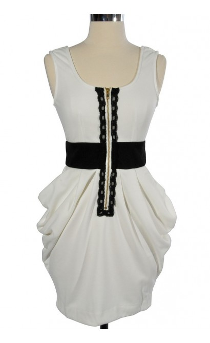 3-Dimensional Pockets Zip Front Dress in Ivory