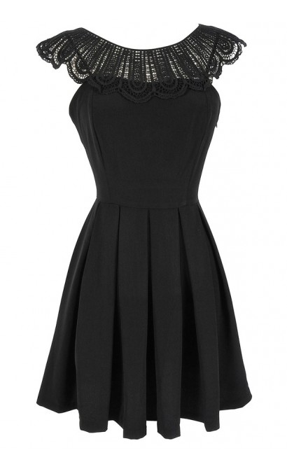 Crochet Lace Collar Pleated Dress in Black