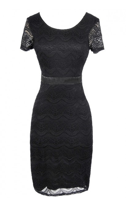 Lace Pinup Fitted Dress in Black
